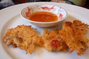 Banh cua chien: crab fritters