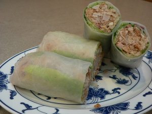 Bi cuon: pork and rinds rolls