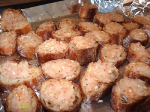Banh mi chien tom: shrimp toast