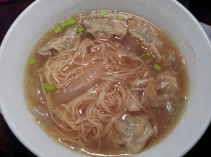 Mi hoanh thanh: noodle soup with shrimp wontons