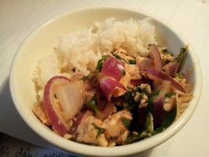 Ga hap rau ram: steamed chicken with Vietnamese mint