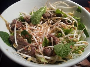 Bo bun: beef on rice vermicelli