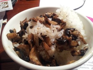 Nam xao dau hao: mushrooms in oyster sauce